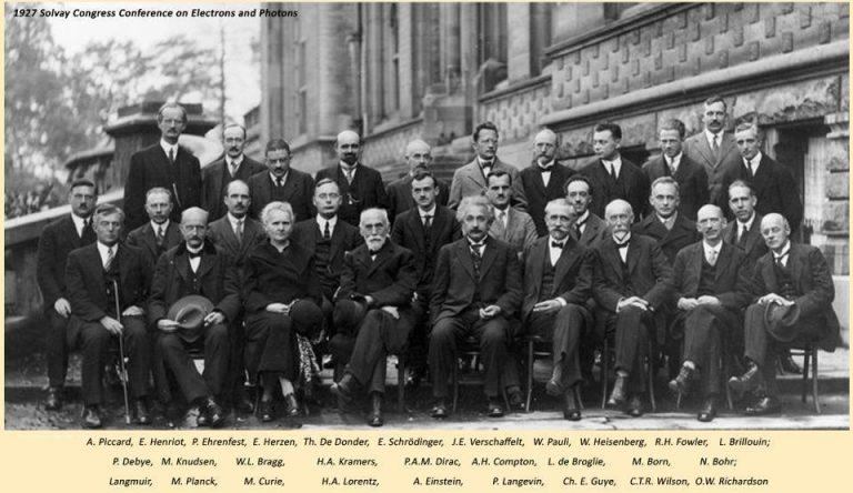 http://www.centrecharlemagne.be/wp-content/uploads/2017/01/neils-bohr-max-planck-bragg-pauli-with-albert-einstein-solvay-conference-768x444.jpg